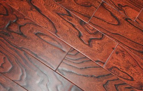 如何识别实木地板材质和等级