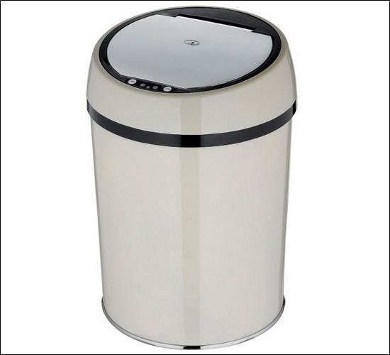 """该不锈钢感应垃圾桶出口品质时尚、前卫,自动感应投放垃圾物,放在厨房或卫 生间内不需要象传统的垃圾桶那样用手打开盖子,只要手一靠近筒盖就会自动打 开,而且方便清理。 1、打开感应垃圾桶底部的电池盖板按正负极标志装入1号电池四节。 2、打开桶后部电源开关,红色指示灯""""亮""""(约3秒钟),尔后该指示灯每3秒闪 烁一次,说明电路系统已进入工作状态。 3、投入垃圾时,只需将物体或手靠近感应窗口(垂直方向)上方20cm处,约0."""