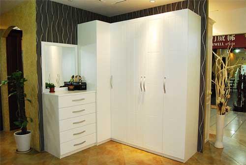 奥尔赛定制家具选取高质量的环保基材,实木柜体系列采用优质木材作为