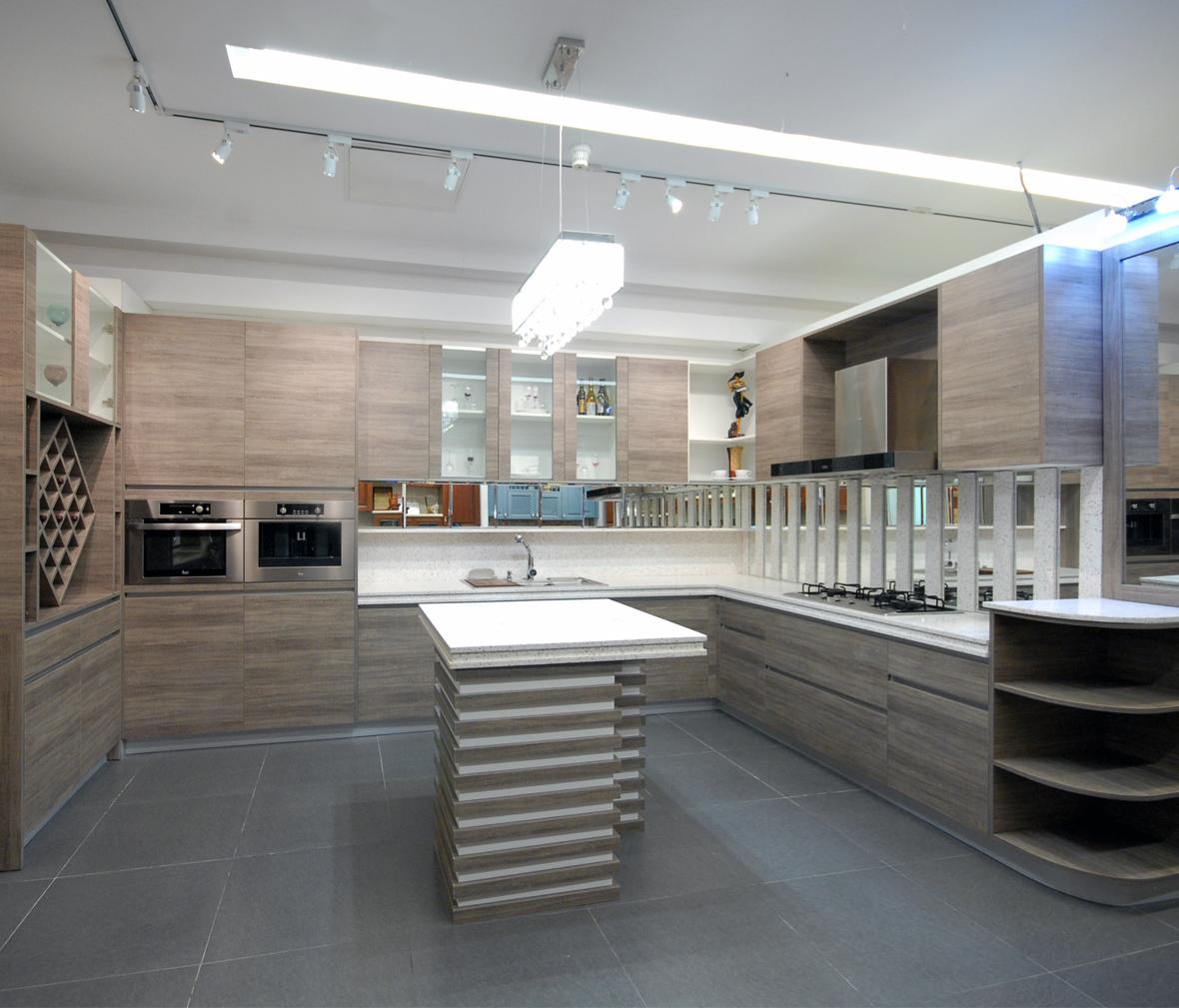箭牌橱柜 宝马世家系列 芮铂板门板 阻尼抽屉三副 整体厨房 定制橱柜