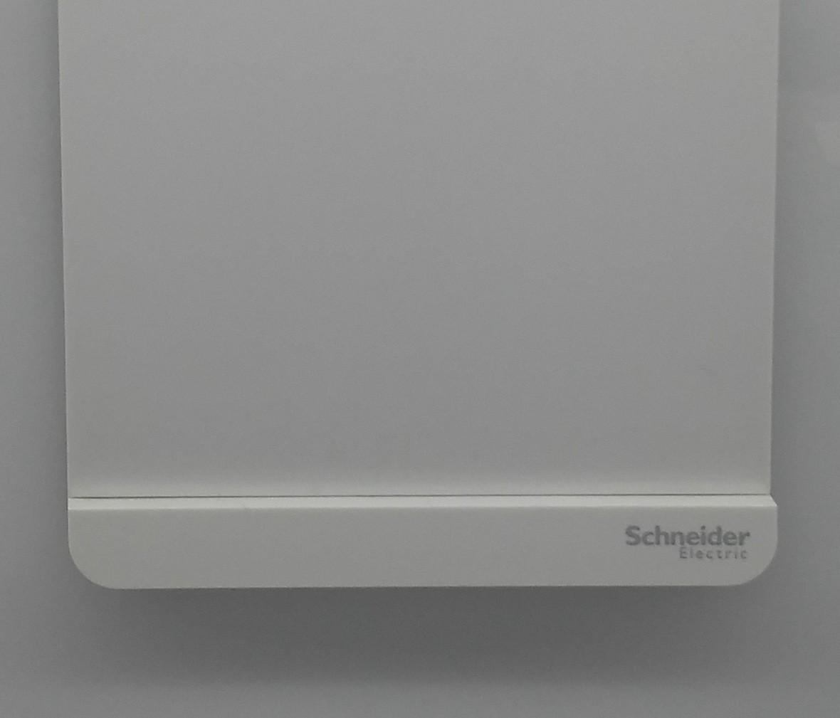 施耐德 轻点系列 单开开关 PC材质 耐高温 防漏电 安全插座 细节