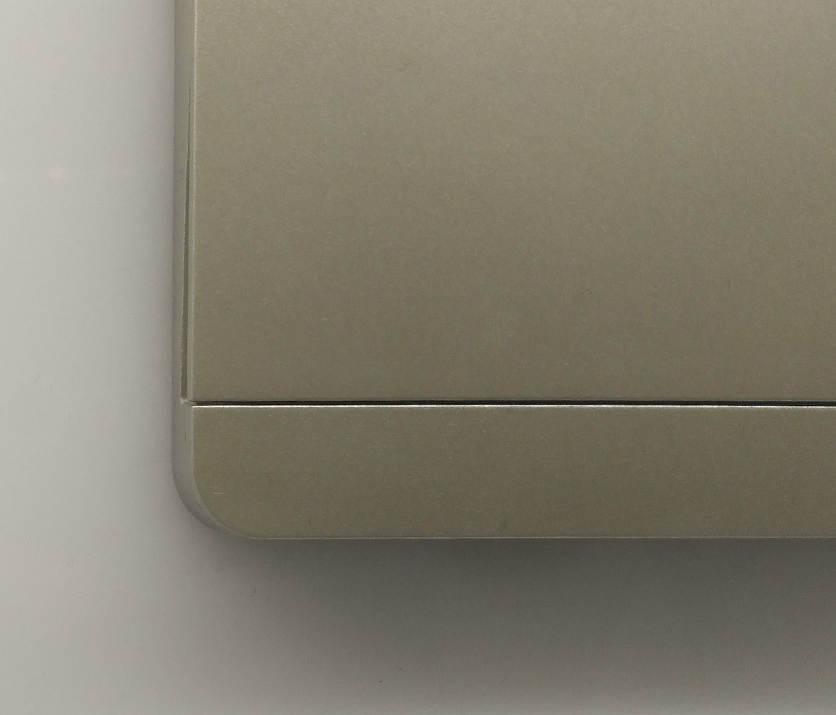 施耐德 蓝韵系列 单开开关 PC材质 耐高温 防漏电 安全插座 细节