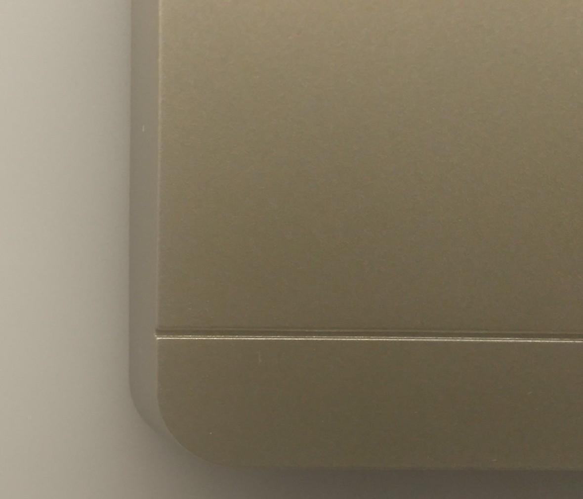 施耐德 蓝韵系列 五孔插座 PC材质 耐高温 防漏电 安全插座 细节