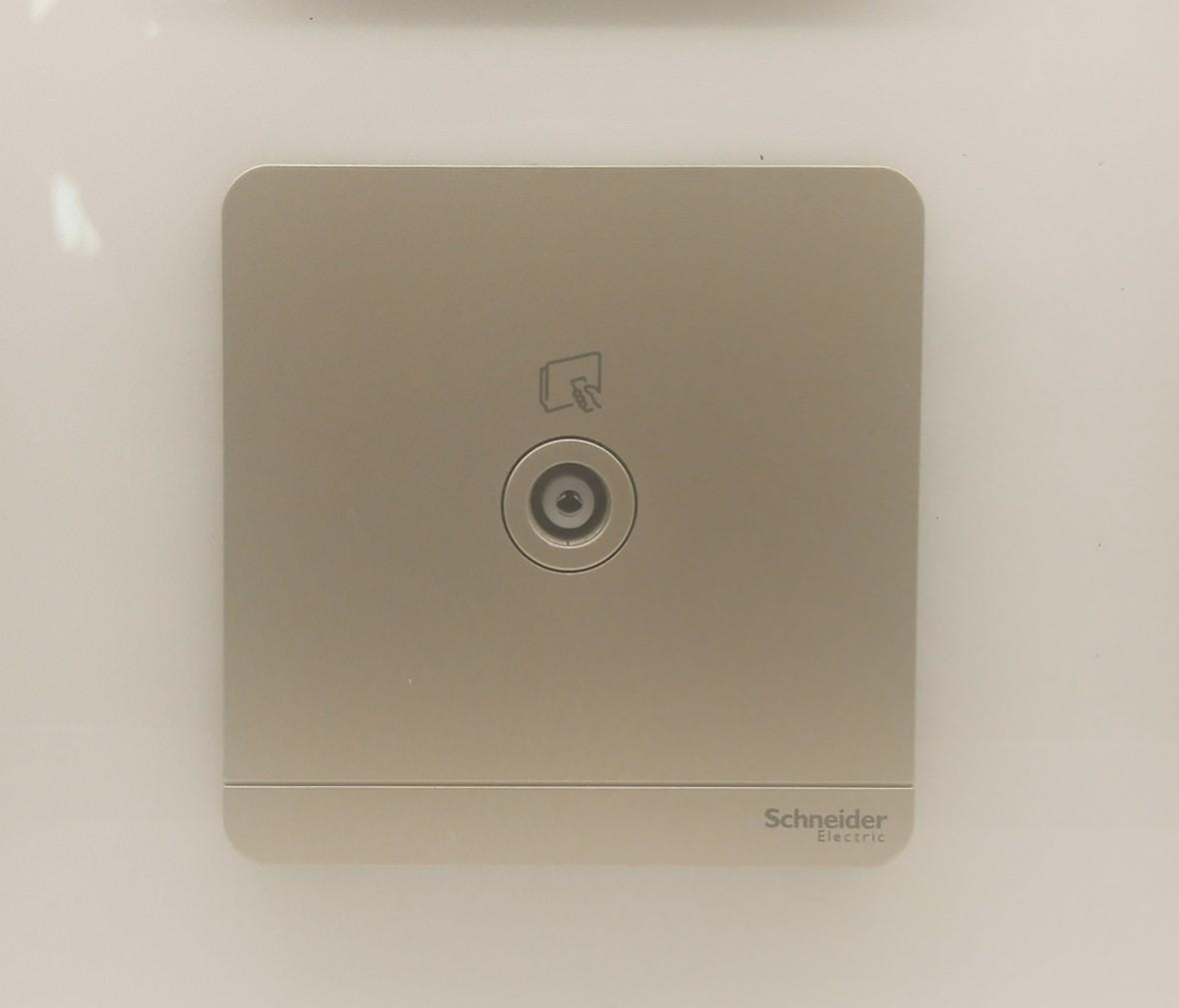 施耐德 蓝韵系列 电视插座 PC材质 耐高温 防漏电 安全插座 实拍