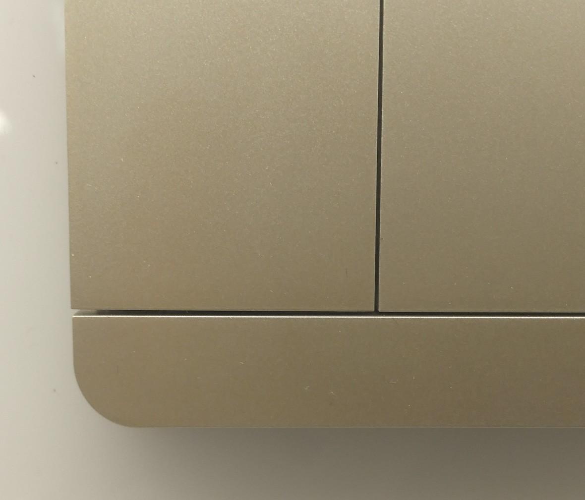 施耐德 蓝韵系列 三开开关 PC材质 耐高温 防漏电 安全插座 细节