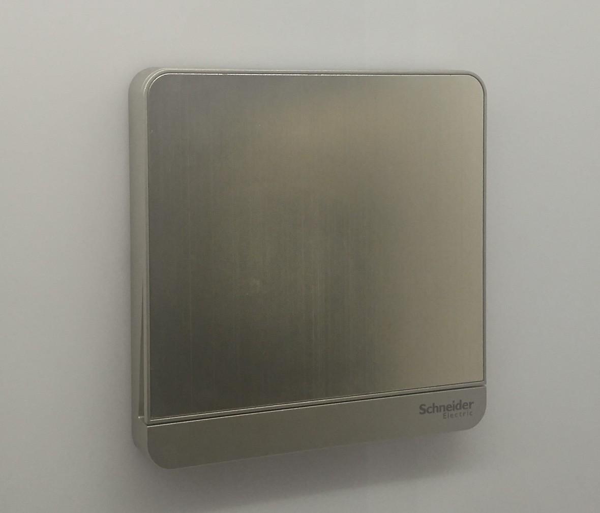 施耐德 蓝韵系列 单开拉丝面开关 PC材质 耐高温 防漏电 安全插座 实拍