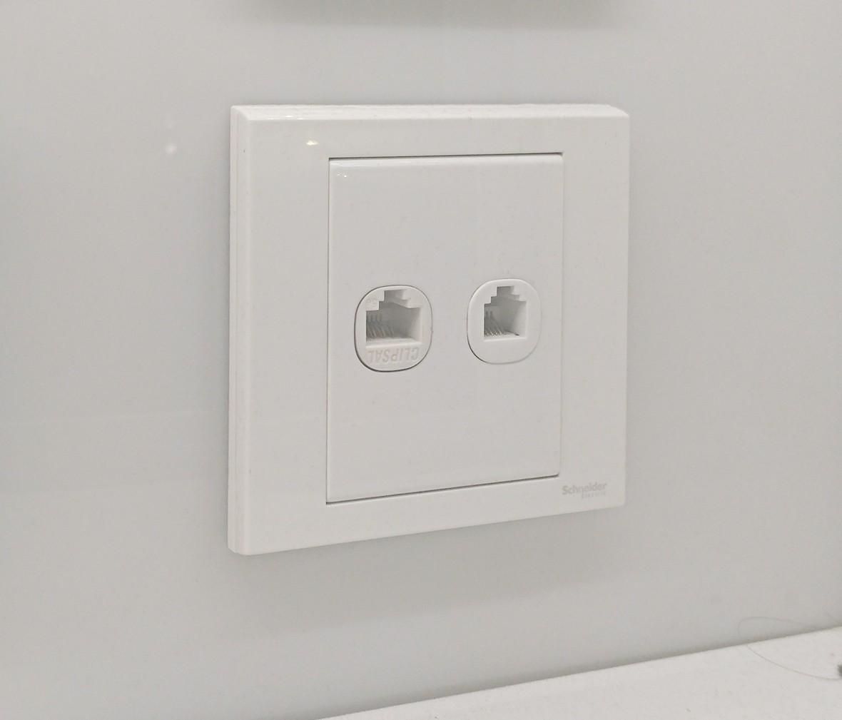 施耐德 如意系列 电脑电话插座 PC材质 耐高温 防漏电 安全插座 实拍