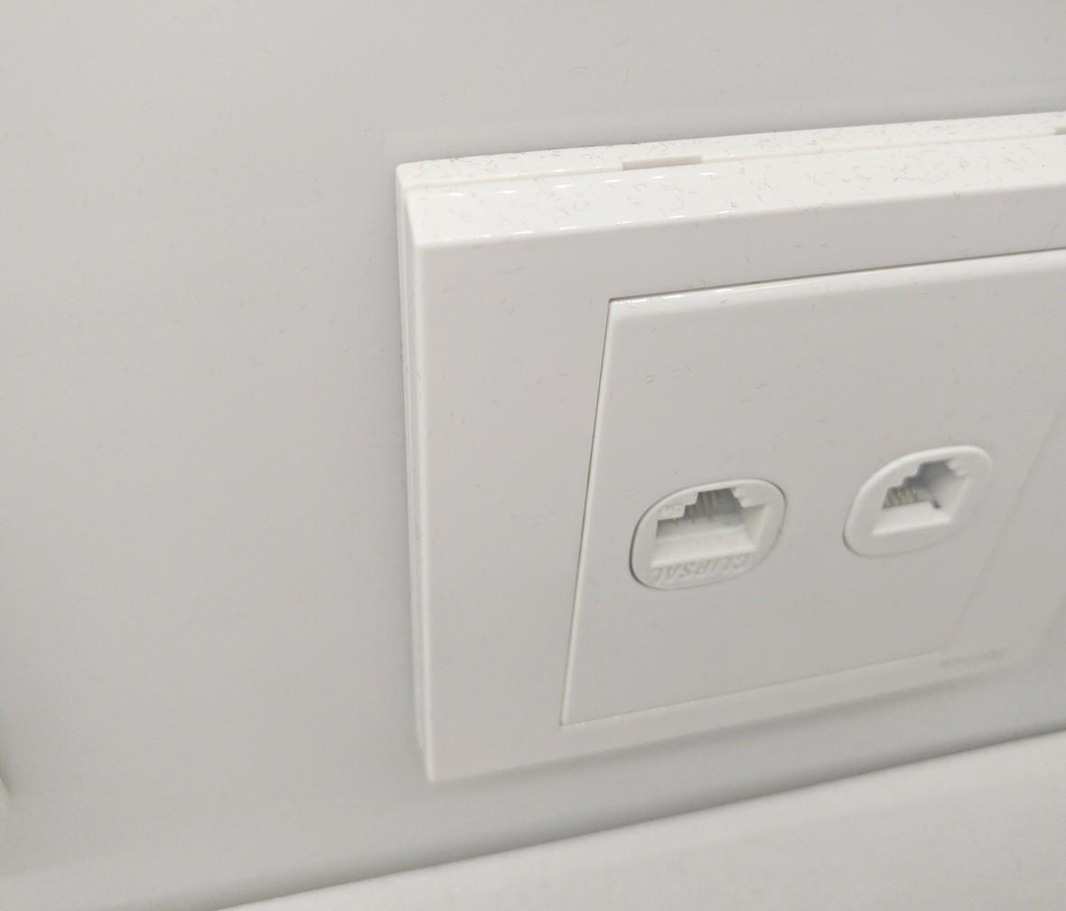 施耐德 如意系列 电脑电话插座 PC材质 耐高温 防漏电 安全插座 细节