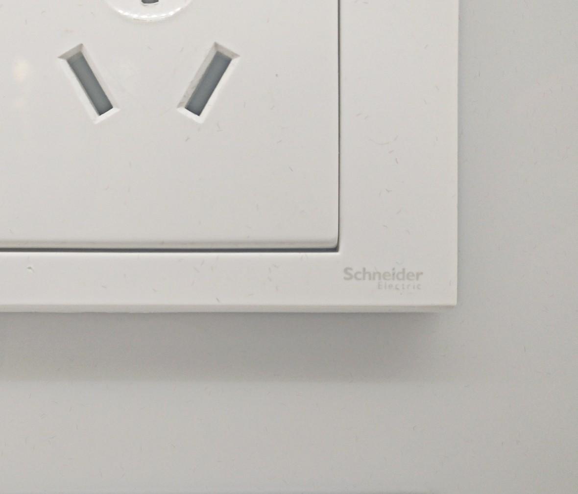 施耐德 如意系列 三孔插座 PC材质 耐高温 防漏电 安全插座