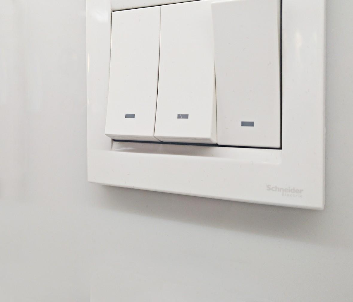 施耐德 如意系列 三开开关 PC材质 耐高温 防漏电 安全开关