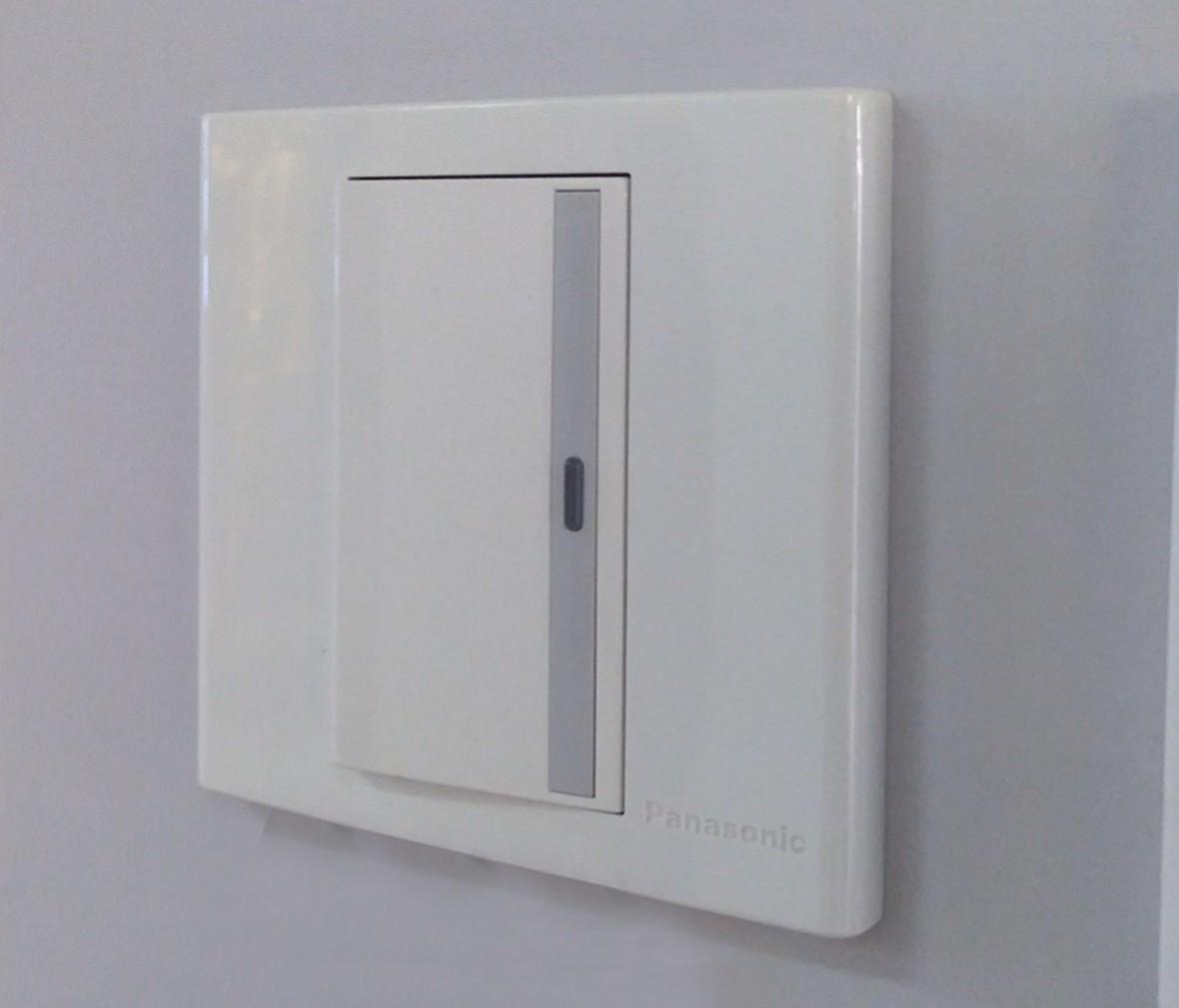 松下灯饰 宏彩系列 单开开关 耐高温 防漏电 PC材质 实拍