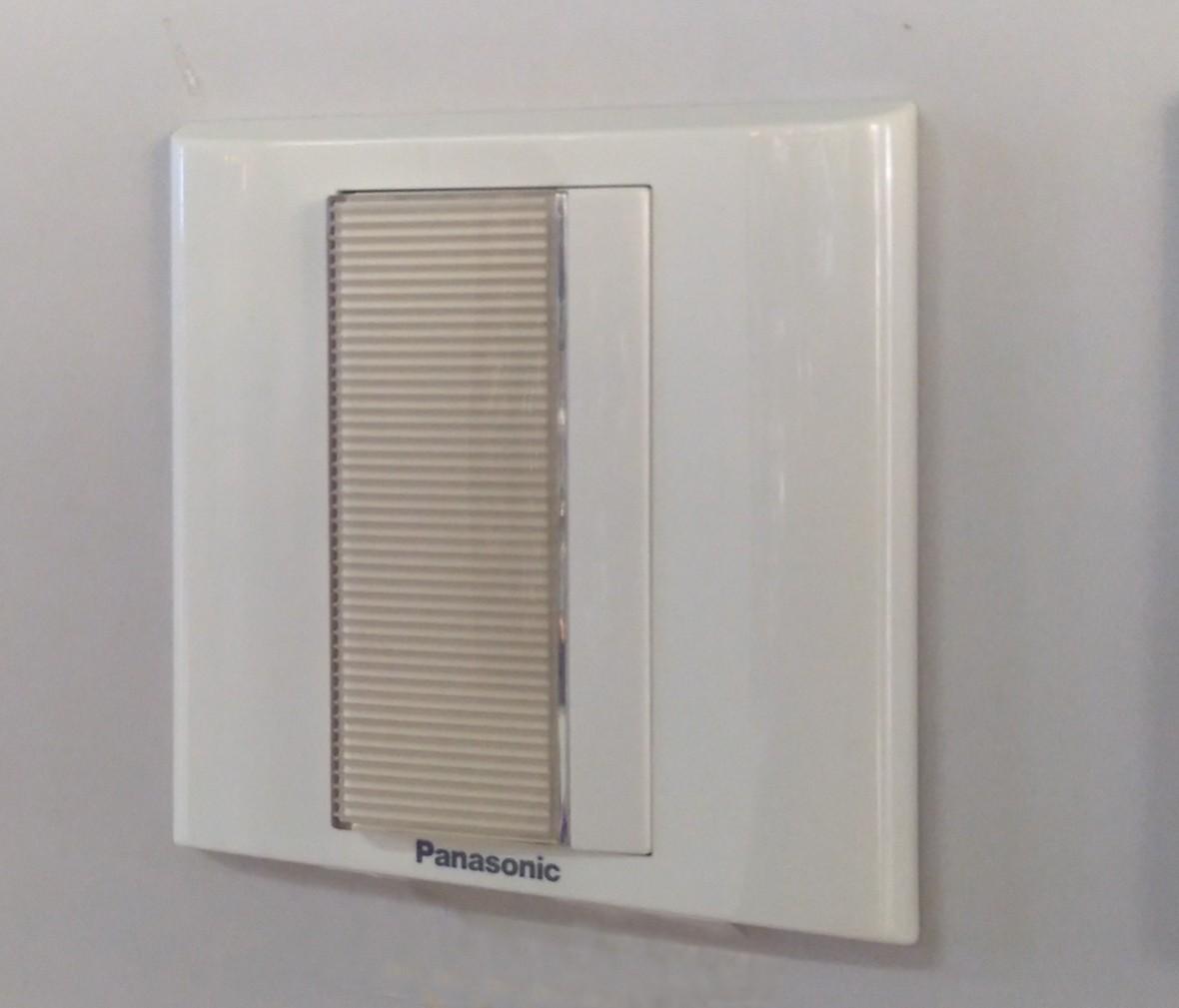 松下灯饰 亮彩系列 一开开关 耐高温 防漏电 PC材质 实拍