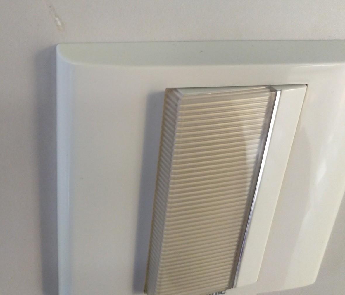 松下灯饰 亮彩系列 一开开关 耐高温 防漏电 PC材质 细节
