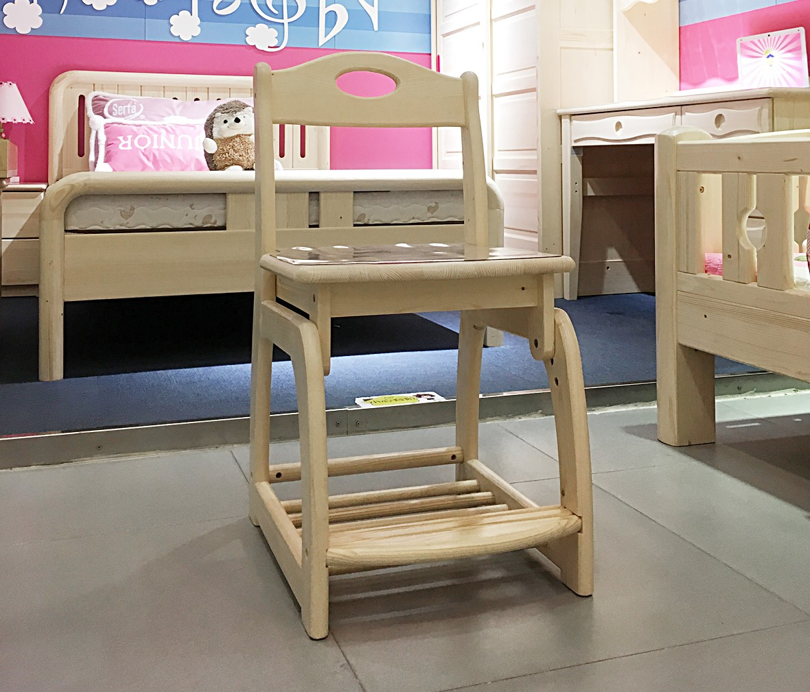 松堡王国 SP-A-X003型号实木椅子 芬兰松木材质儿童家具