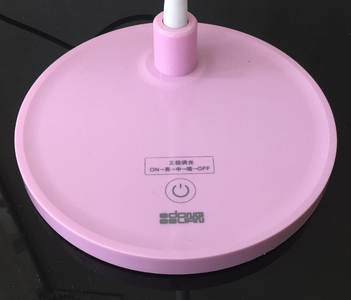 阿尼玛 LED021型号粉色小台灯 三档调节 现代时尚 细节展示