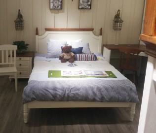 至白小屋,床,单床