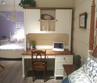 至白小屋,固定书桌,书桌