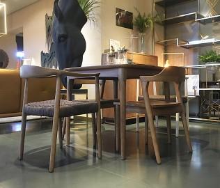 钛马迪,餐桌,实木餐桌