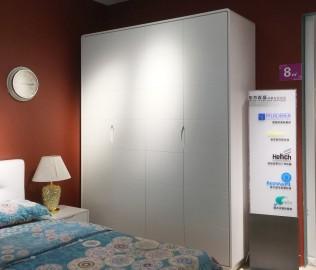 东方百盛,四门衣柜,卧室家具