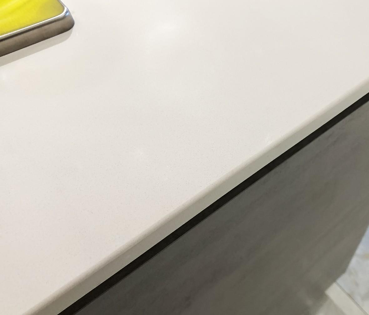 飞美橱柜 SL1000型号天山白台面 石英石材质现代简约风格橱柜台面 图片、价格、品牌、评测样样齐全!【蓝景商城正品行货,蓝景丽家大钟寺家居广场提货,北京地区配送,领券更优惠,线上线下同品同价,立即购买享受更多优惠哦!】