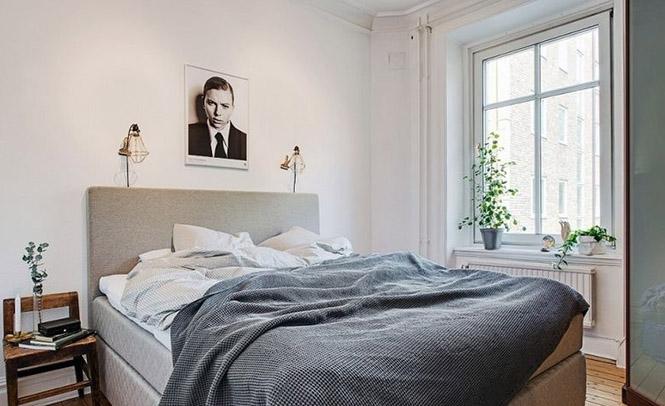 设计提升了空间利用率,又增加了卧室的收纳容量,床头裸露的铜质壁灯管