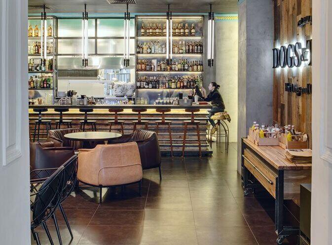乌克兰时尚酒吧咖啡馆设计