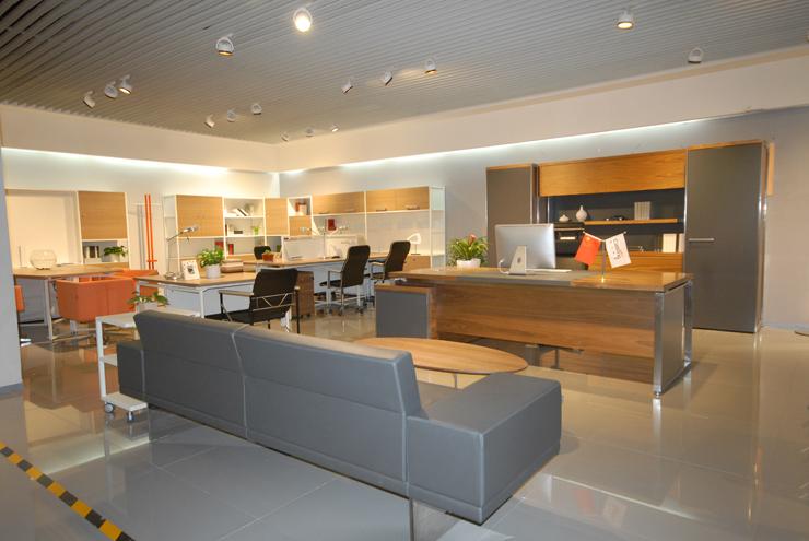 专卖店装修  项目名称: 办公家具 展厅 设计